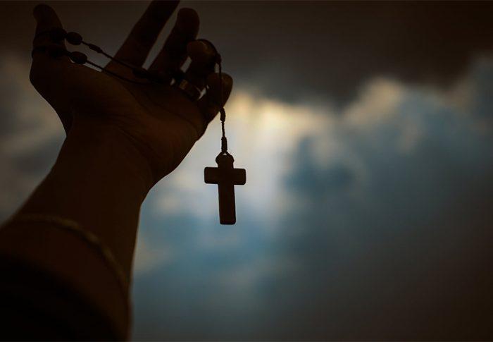 Aprenda a rezar o Terço da Divina Providência